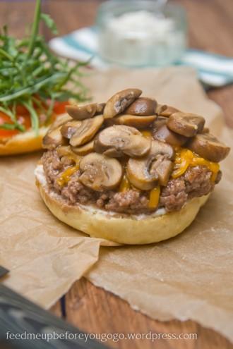 Hamburger-Pilz-Cheddar-1