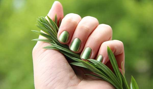 green fingernails