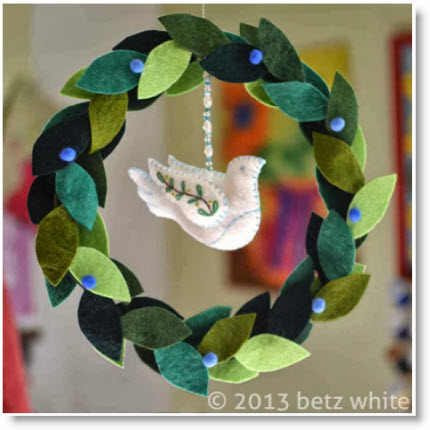Felt Peace Wreath Tutorial
