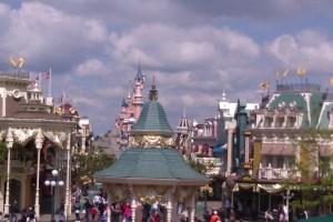 Disneyland_con_femeniname