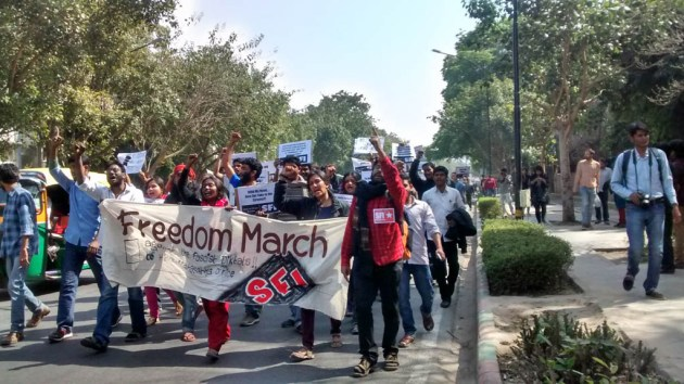 Students from SFI, JNU marching towards Mandir Marg.