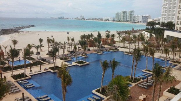 Hyatt-Ziva-Cancuns-main-pool