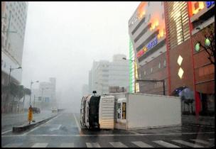 taifu26 【画像】台風を上空から見たら想像以上にビビる件!台風の驚異!台風の目