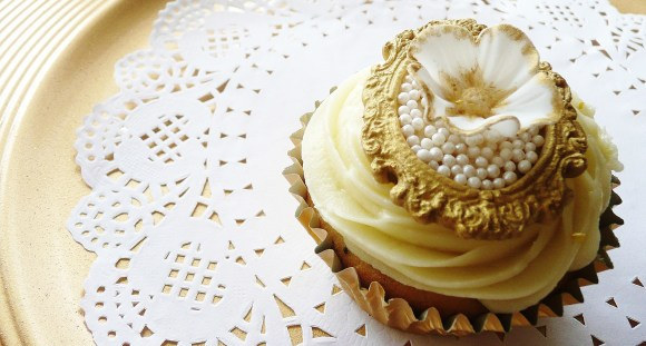 gold-pearl-cupcake-medallion