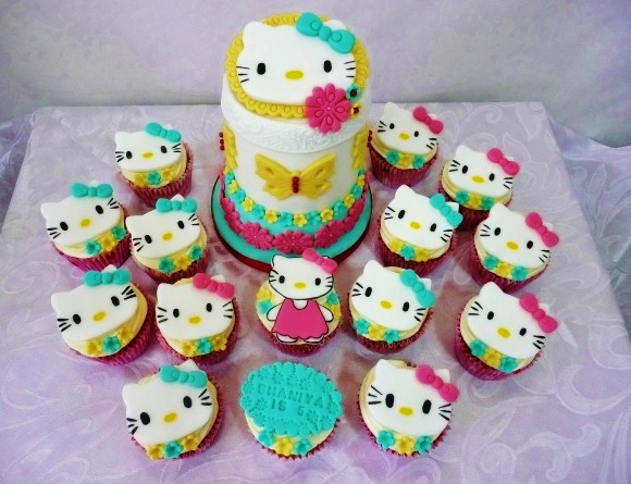 hello-kitty-cupcakes-mini-cake