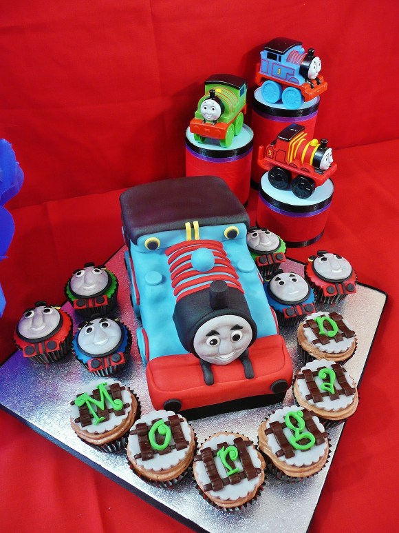 thomas-train-cake-cupcakes-fia (3)