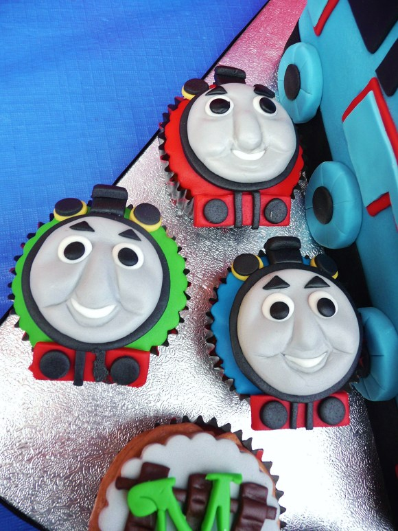 thomas-train-cake-cupcakes-fia (8)