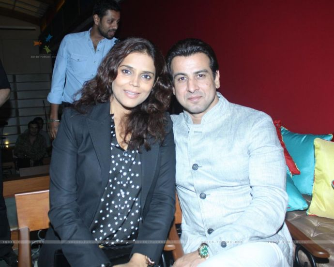 Ronit Roy with wife Neelam grace Sudhanshu Pandey and Mona Wedding Anniversary bash at Bistro Grill