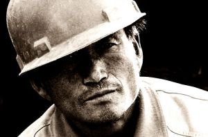 construction-worker-portrait-by-saadakhtar