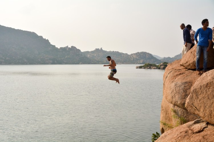 things to do in hampi lake