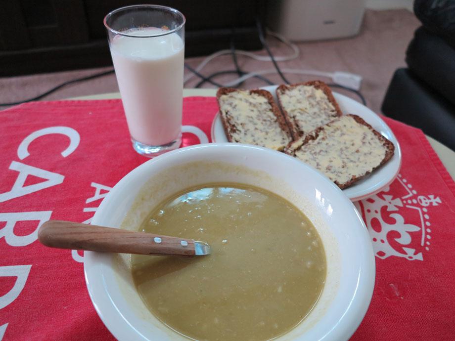 フィンランド人がこよなく愛する豆のスープ