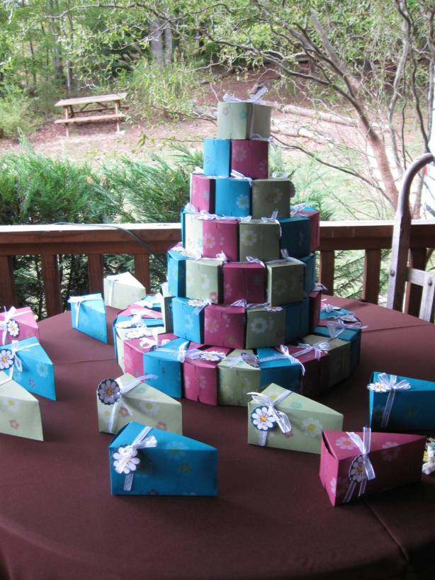 Guest Favors Cake