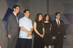 Bacolod Mayor Monico Fuentebella (2nd from left) with (L-R) SMX Convention Center senior assistant vice president Dexter Deyto, SM Hotels and Conventions Corp. president Elizabeth Sy and senior vice president for operations Peggy Angeles, and SMX Bacolod manager JB Ongsingco.