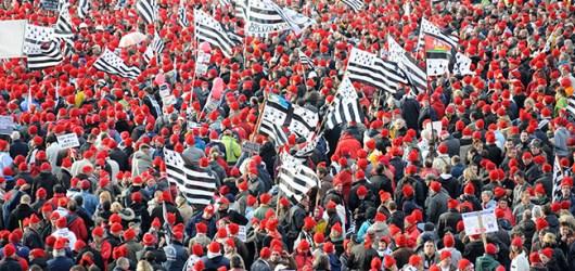 46114 bonnet rouge 300x175 Hollande et lechec sur lécueil de la fiscalité