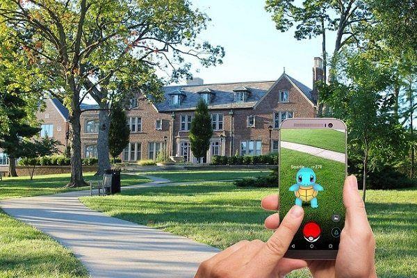 Jugar a Pokémon GO al Caminar Produce Riesgo de Caída