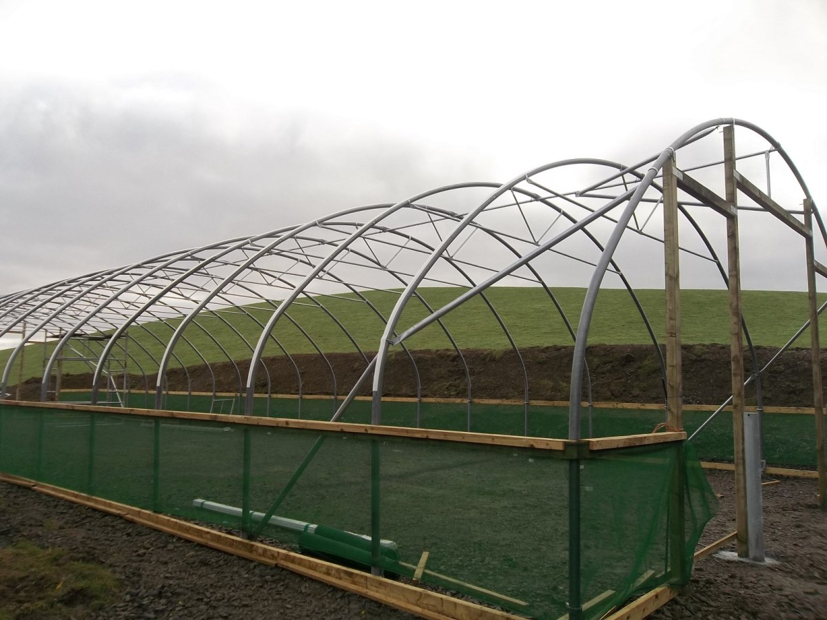 polytunnel customer structure  30 x 90 snow bars