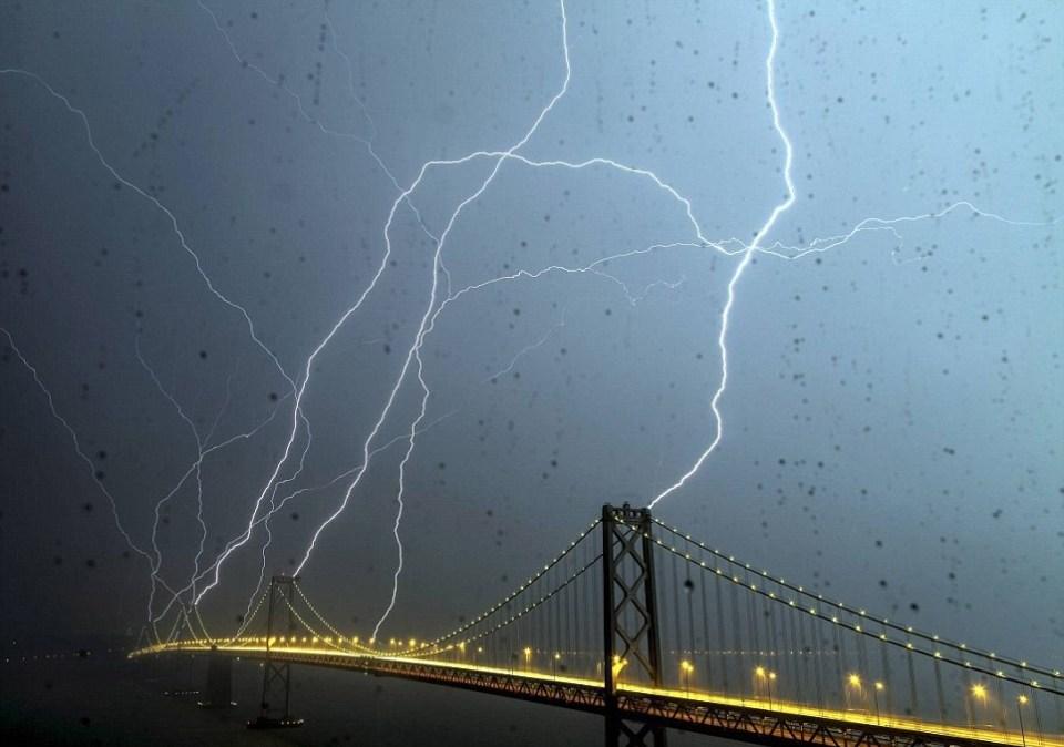 Stunning Lightning Strikes (3)