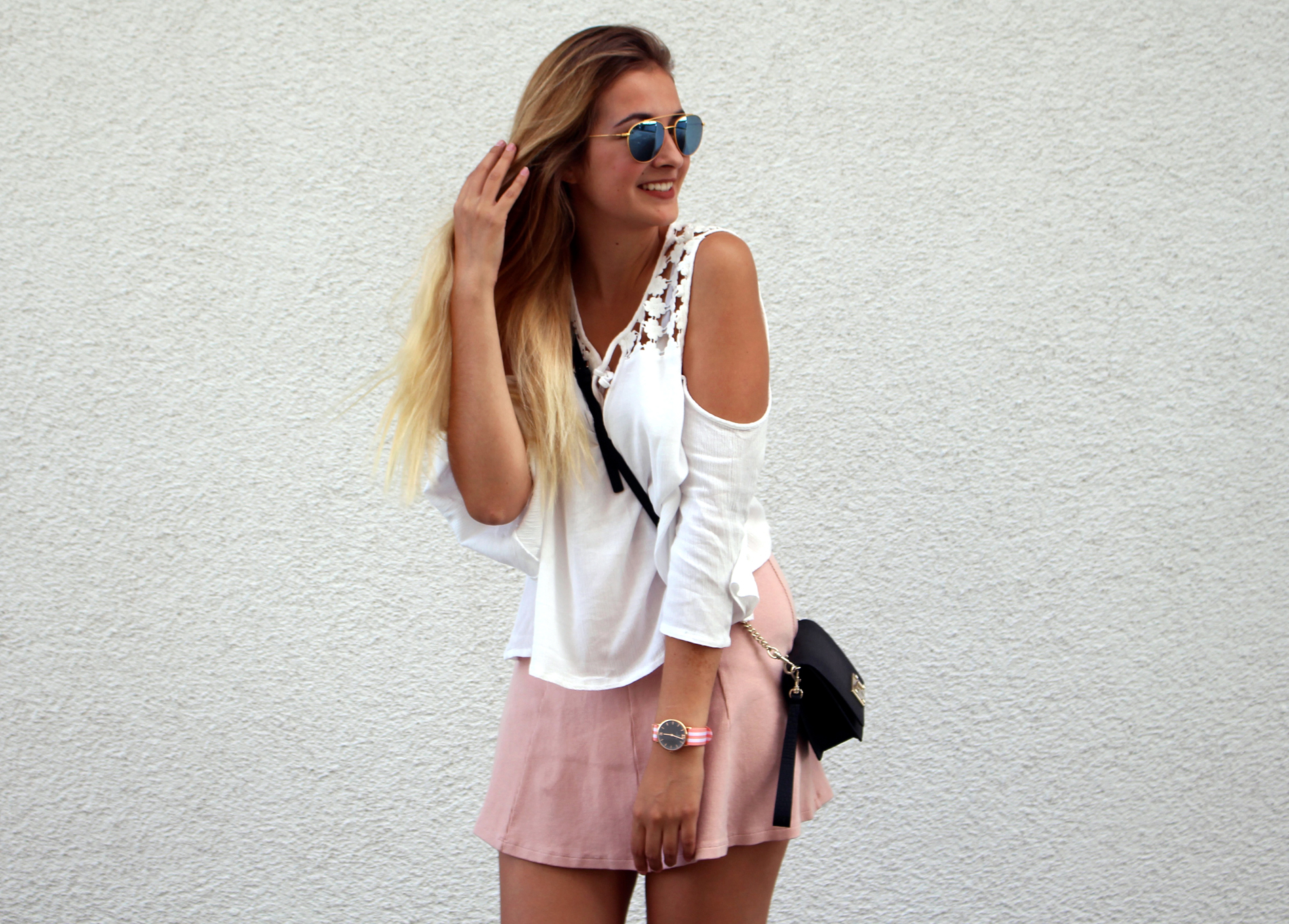Skaterrock-off-shoulder-bluse-guessbag-sneaker-herbst-sommer-look-all-day-fleurrly-tanja.jpg