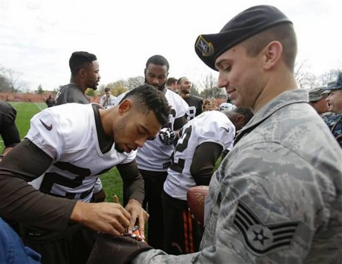 Veterans_Day_Browns_Football__mschulte@kcstar.com_2