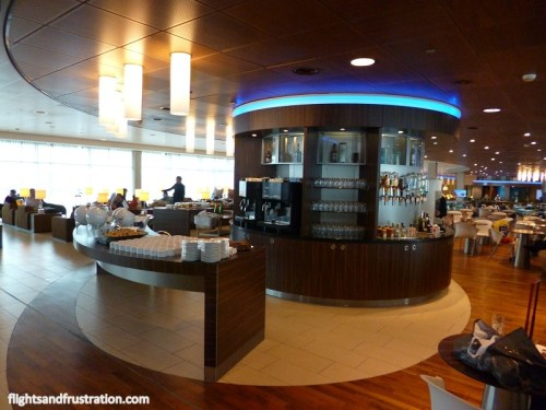 Drinks and refreshment island at the KLM Crown Lounge