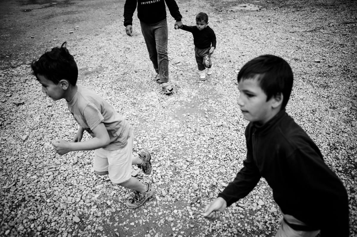 Idomeni - Greece april 2016 - running kids
