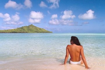 Jennifer in Paradise.tif ?the first photoshopped pictureBrothers Knoll sent over their original Je