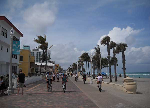 Florida bike trails: Hollywood Beach bike trail along the ocean via the Broadwalk