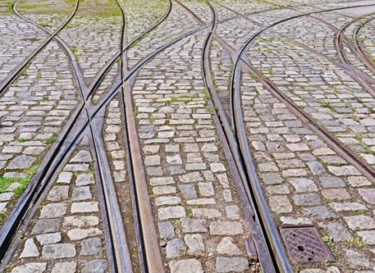 o-linie-de-tramvai-din-ploiesti-reabilitata-cu-peste-90-de-milioane-de-lei-nu-poate-fi-folosita-402316