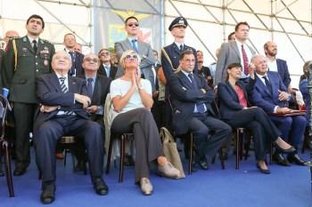 Roberta Pinotti (Ministro Difesa), Domenico Rossi (Sottosegretario Difesa) e Debora Serracchiani (Presidente Regione Friuli Venezia Giulia) alla celebrazione del Ministra e Sottosegretario all'esibizione delle Frecce Tricolori a Rivolto a settembre scorso