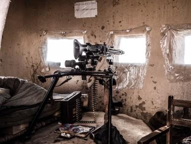 Schlafplatz neben dem Maschinengewehr
