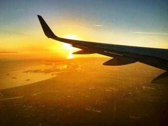 Sonnenuntergang über LA vom Flugzeug
