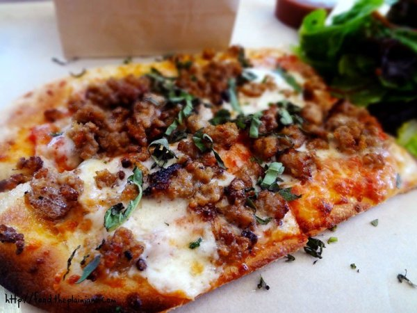 sausage-flatbread-pizza