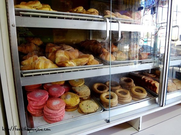 panaderia-bakery-shelves-2