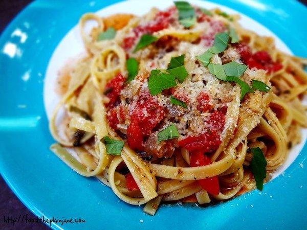 Easy One Pot Tomato Basil Pasta