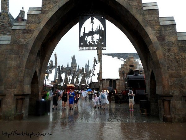 entrance-to-hogsmeade