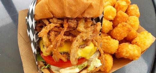 stuffed-cheeseburger-with-onion-straws