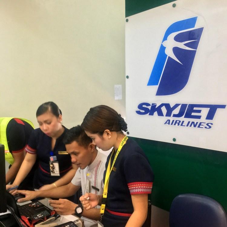 """img src=""""skyjet3.jpg"""" alt=""""Skyjet Airlines"""""""