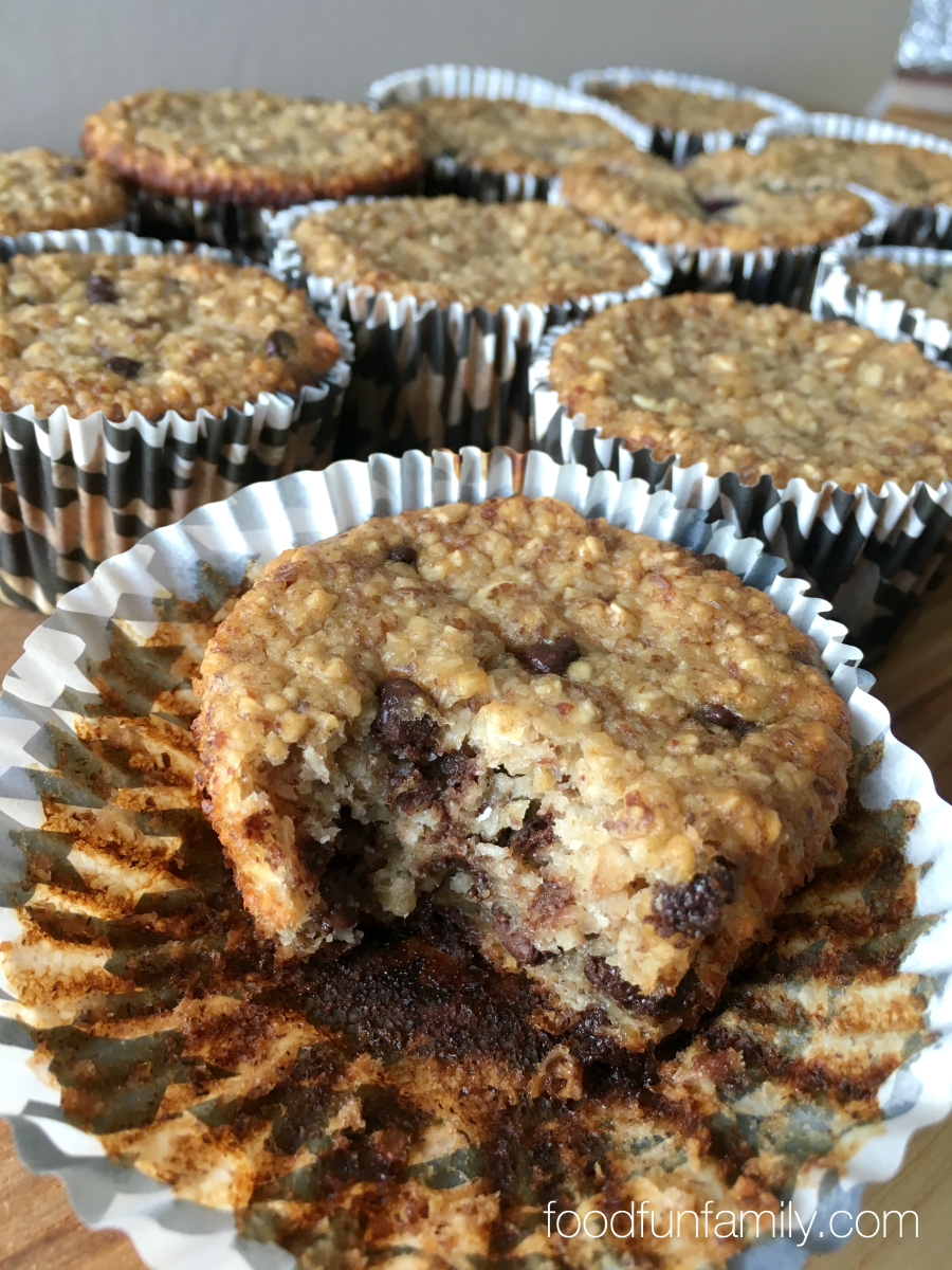 Flourless banana oatmeal muffins - these are gluten free, easy to customize, and totally delicious! Great for an on-the-go snack or a tasty flourless breakfast
