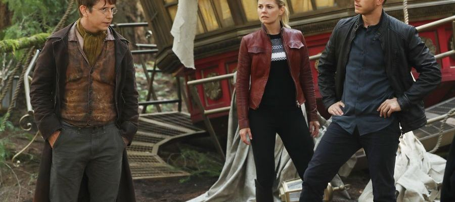 Once Upon a Time Returns for Season 6: The Savior #OnceUponATime