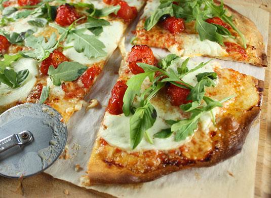 пицца с помидорами и моцареллой рецепт