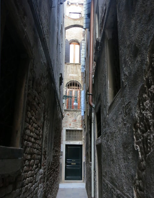 One reason to go to Venice: To get lost in the maze of narrow streets and alleys. / FoodNouveau.com