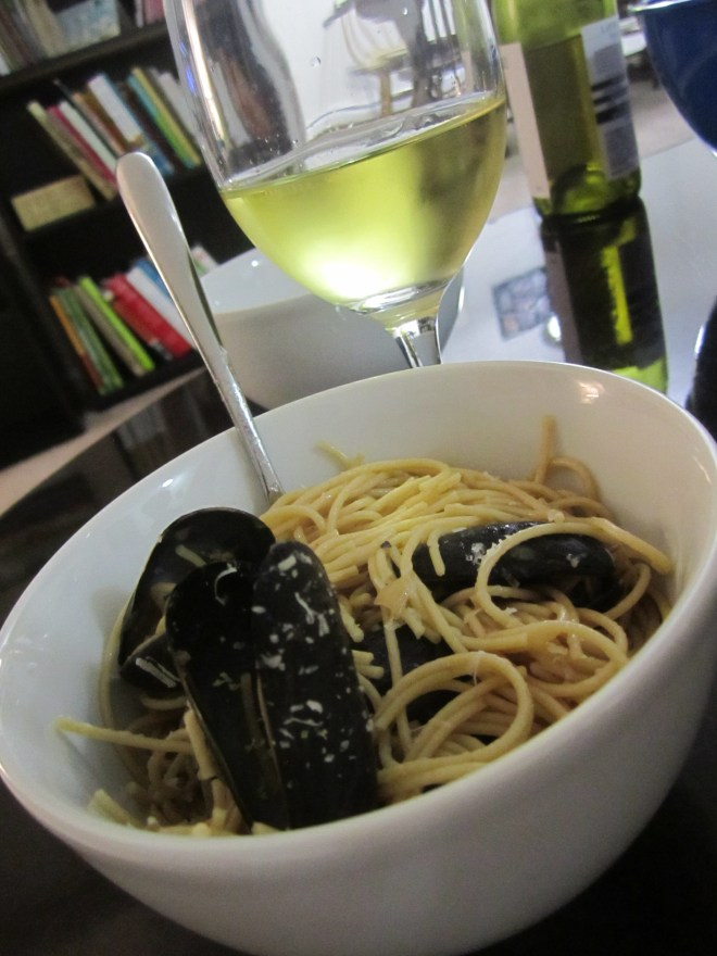 Mussels and spaghetti | foodsciencenerd.com