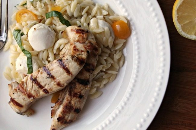Lemon basil orzo pasta salad foody schmoody blog foody for Good side dishes for grilled chicken