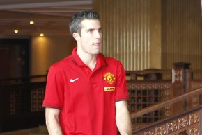 Moyes claims Van Persie is settled at United