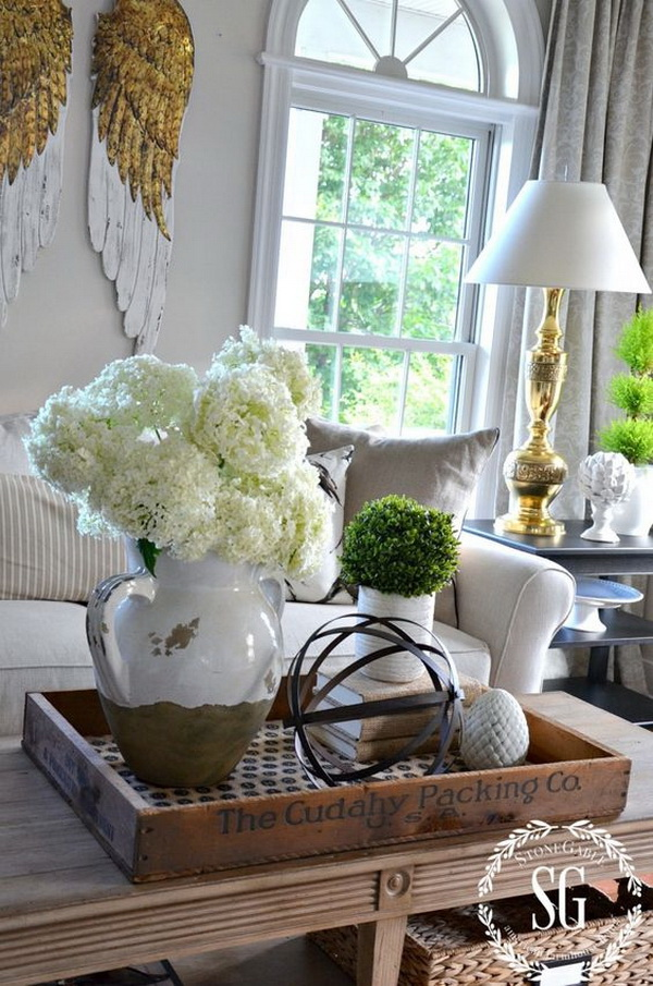 30 beautiful spring living room decoration with flowers for Coffee table centerpiece