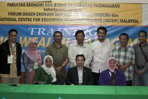 "Peserta Training ""Islamic Wealth Management""  bersama narasumber"