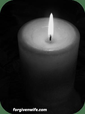 candle_b_w