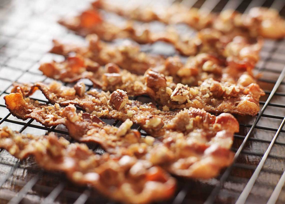 Candied Bacon Recipe How to Make via @forKIDSandMOMS forkidsandmoms.com