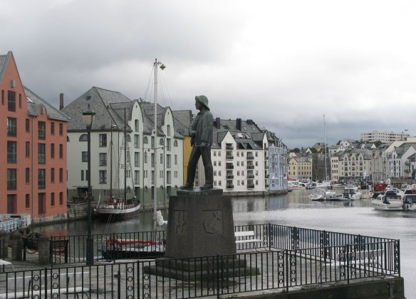 statue and harbour Alesund s