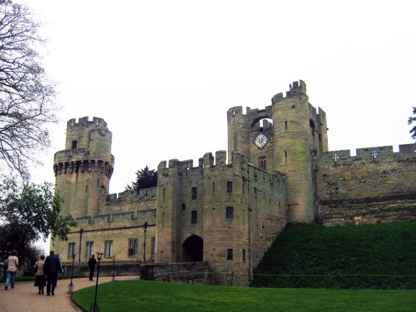 warwick-castle-front-s